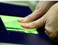 Al proyectar patrones de luz en un dedo y analizar la imagen, los investigadores de la Universidad de Kentucky son capaces de crear una huella mucho más precisa que la que se consigue con tinta o sensores.