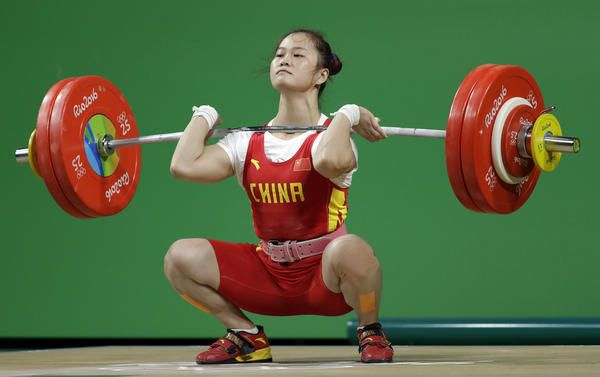 #girlpower Rio Olympics Deng Wei of China sets world record in the women's 63-kilogram weightlifting event - Los Angeles Times