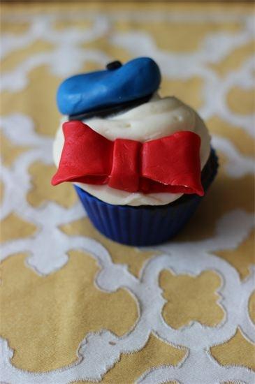 Cutie Bee Bakes Donald Duck cupcake / Disney
