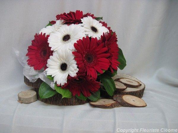 Bouquet de mariée, fait de gerberas rouges et blancs