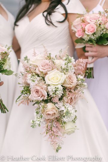 Soft vintage blush and white roses in Bridal bouquet. Photo by Heather Cook Elliott Photography HeatherCookElliott.com  Flowers by Belle Fiori // Discovery World