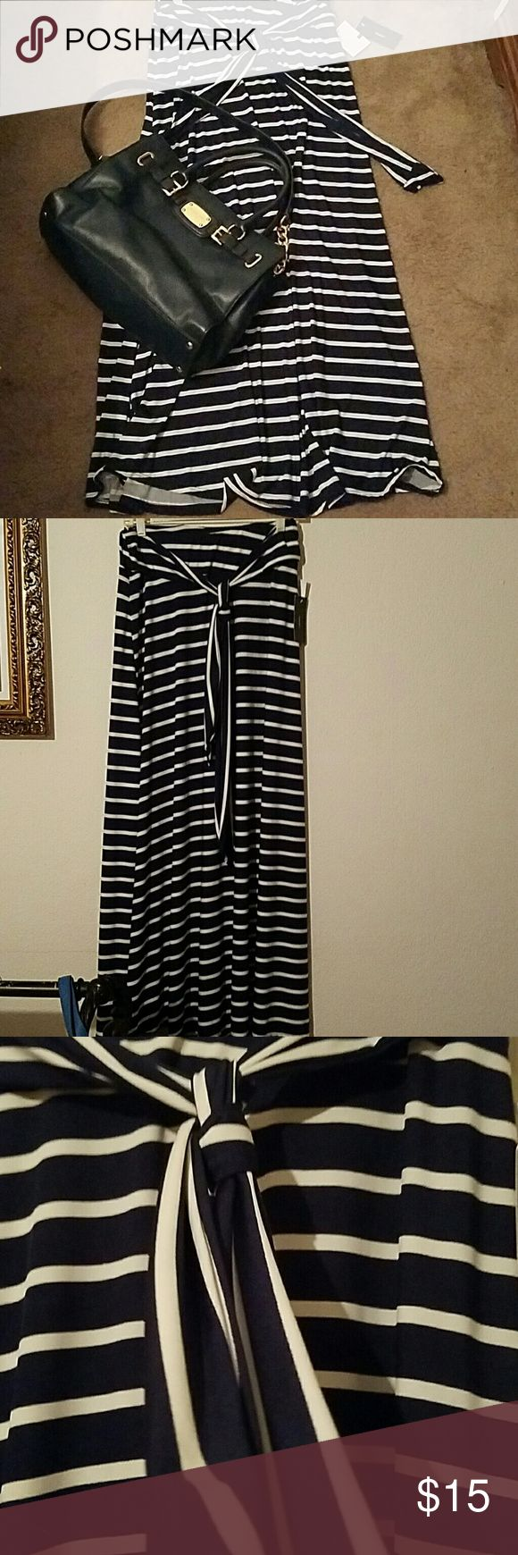 Maxi shirt Navy and white maxi skirt with tags. It tirs in front really cute. Skirts Maxi