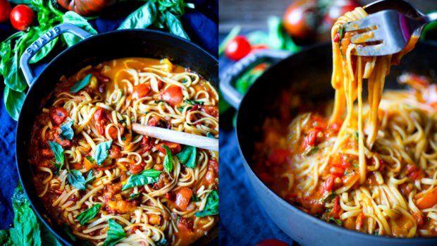 Kombinace špaget a rajčat nikdy neomrzí. Využijte poslední čerstvá chutná rajčata ze zahrádky a udělejte si rychlý oběd. Provoní vám celou kuchyň a rozhodně si královsky pochutnáte!