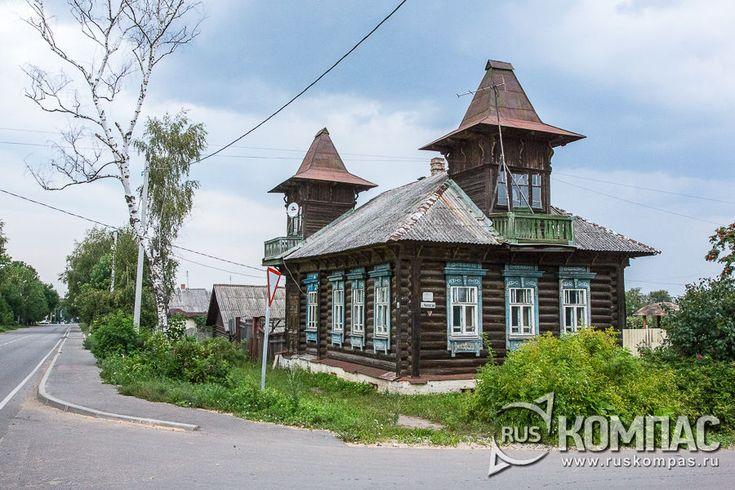 Деревянный дом с двумя башенками в стиле модерн на ул.Чапаева