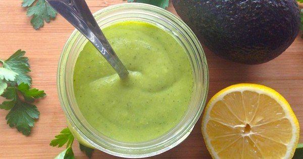 Этот соус с авокадо и лимоном превратит каждый салат в божественное наслаждение!Магазинные соусы и приправы часто очень калорийные и содержат довольно много консервантов. Употребление в пищу соуса, сд…