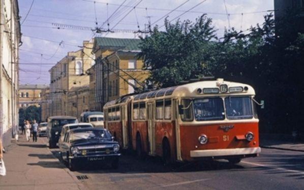 SVARZ Сварз - СВАРЗ-ТС стал одним из первых в мире шарнирно-сочленённых транспортных средств. Этот троллейбус был разработан в Москве и специально для Москвы.
