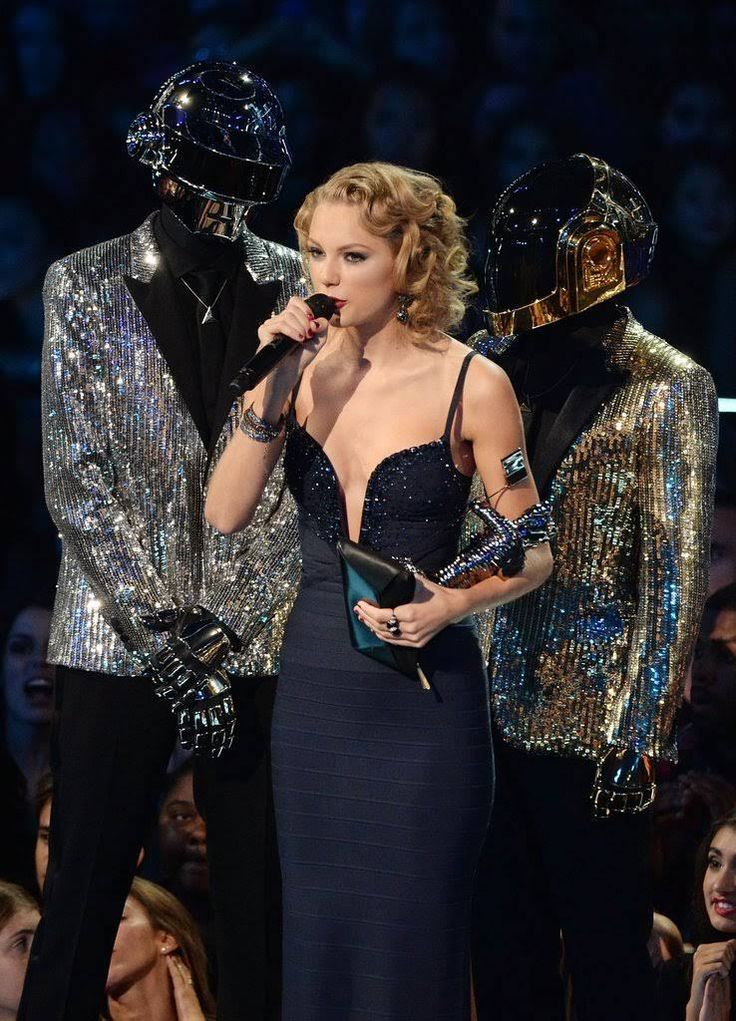 Taylor Swift Certainly Has a Reputation For Shaking Up Her Look