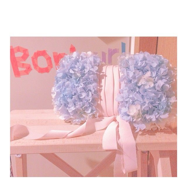「おしゃれ花嫁におすすめブーケはこれ!! 【クラッチバックブーケ】」に含まれるinstagramの画像