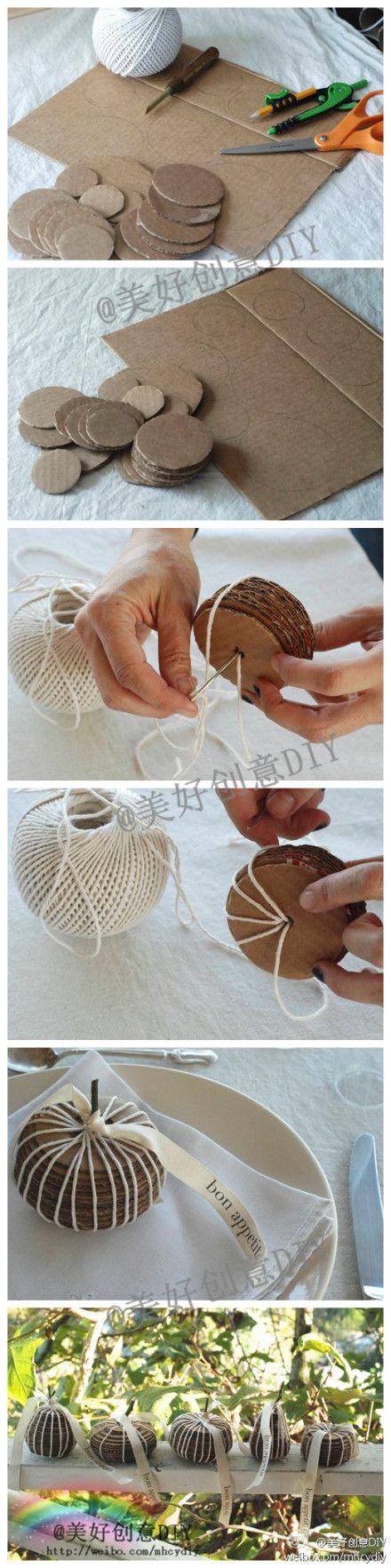 Récupérez des morceaux de carton d'emballage pour fabriquer une jolie pomme... à déposer sur la table pour marquer la place de vos invités.