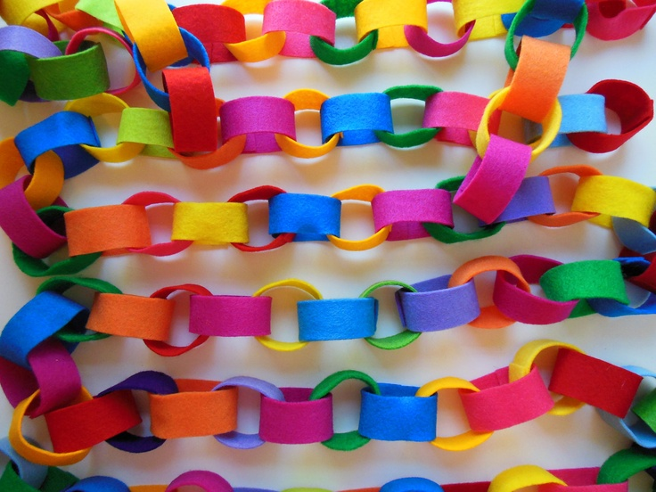 Vilt slingers! Leuk om te maken met het acrylvilt. Met de 20 verschillende kleuren heb je een kleurrijk geheel Kijk voor vilt eens op http://www.bijviltenzo.nl
