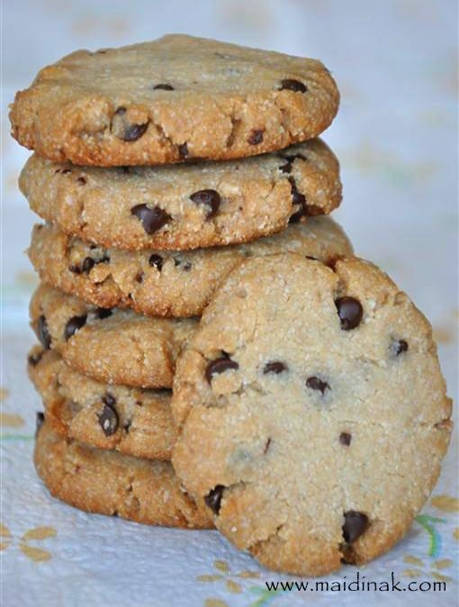 Ingredients: Almond meal, coconut oil, honey,vanilla extract, sea salt, baking soda and chocolate chips.