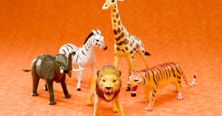 Juegos sobre animales para niños de nivel preescolar. A los niños les gusta imaginar como su mascota a todo tipo de animales; puede ser un perro, un gato, un caballo u otras opciones no tan comunes como los elefantes y las jirafas. Sin embargo, al entrar en la guardería éstos comienzan a desarrollar una comprensión más profunda de lo que los animales realmente son. Los padres y los maestros pueden ...