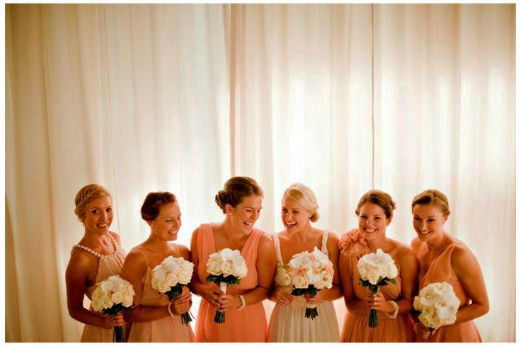 Неотъемлемой частью свадебной церемонии является выкуп невесты. Эта традиция пришла к нам из далекого прошлого. Раньше выкуп приносил жених в знак благодарности родителям невесты, за будущую жену – помощницу по хозяйству. В основном это были ценные подарки. В наше время как традиция выкуп уже устарел и сейчас главная задача выкупа  – проверить жениха на смекалку, ловкость и насколько сильно он любит невесту, а так же не плохо повеселиться.