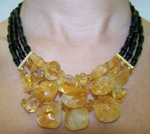 Very elegant 14k gold golden citrine diamond cut and polished stones necklace with black onyx. 14k gold classy clasp. 18'