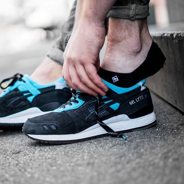 @asicstiger x @solebox Gel Lyte III Blue Carpenter Bee by @hikmetsugoer with our invisible socks!  @sftmval   Available at http://ift.tt/2gfBLQb  Link in Bio    #socksforsneakers #socks #sockswag #sneaker #sneakers #sneakersocken #sneakersocks #kicks #kickstagram #kicksoftheday #sneakerhead #sneakerholics #sneakersaddict #kicksonfire #sneakerfreaker #walklikeus #hypebeast #instakicks #swag #instashoes #soleonfire #solecollector #fuckingreatsocks #oldschool #solebox asics #asicsgallery…