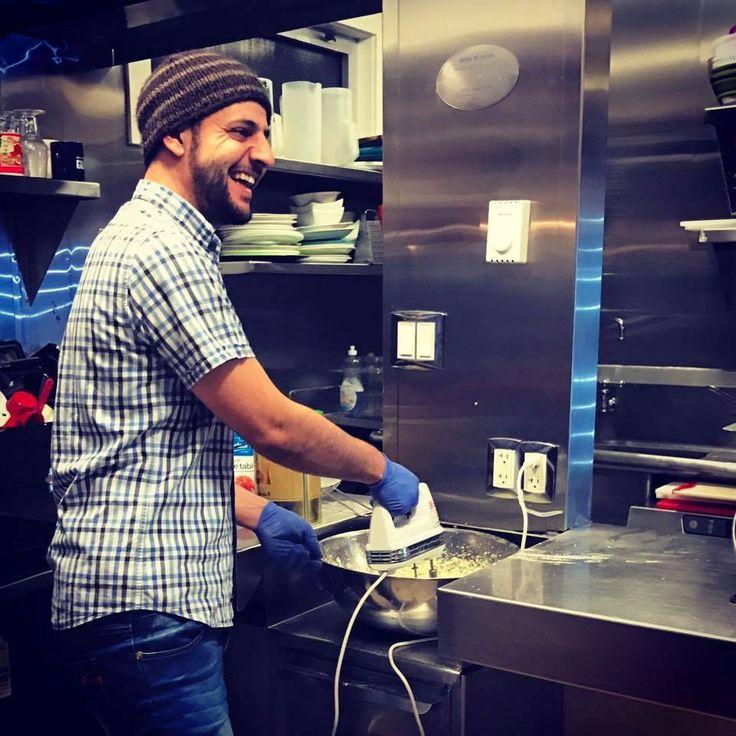 Drei syrische Flüchtlinge eröffnen 6 Monate nach Ankunft in Kanada ein kleines Unternehmen und lehren Einheimische den achtsameren Umgang mit Lebensmitteln.