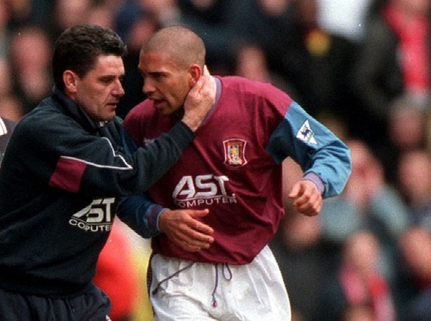 cool Aston Villa fans rally behind Stan Collymore as he battles depression Check more at https://epeak.info/2017/03/05/aston-villa-fans-rally-behind-stan-collymore-as-he-battles-depression/