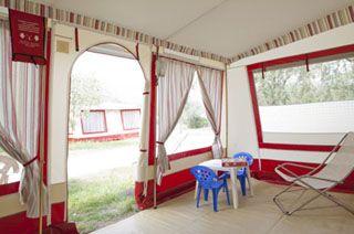 Woonruimte bungalowtent op Camping Bijela Uvala
