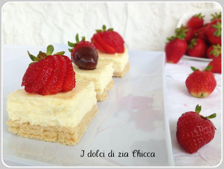 Mini+cheesecake+ai+wafer+con+fragole+e+cioccolato