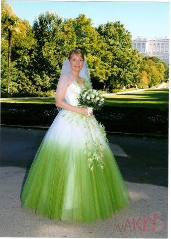 Цветные свадебные платья (48 фото), свадебная мода