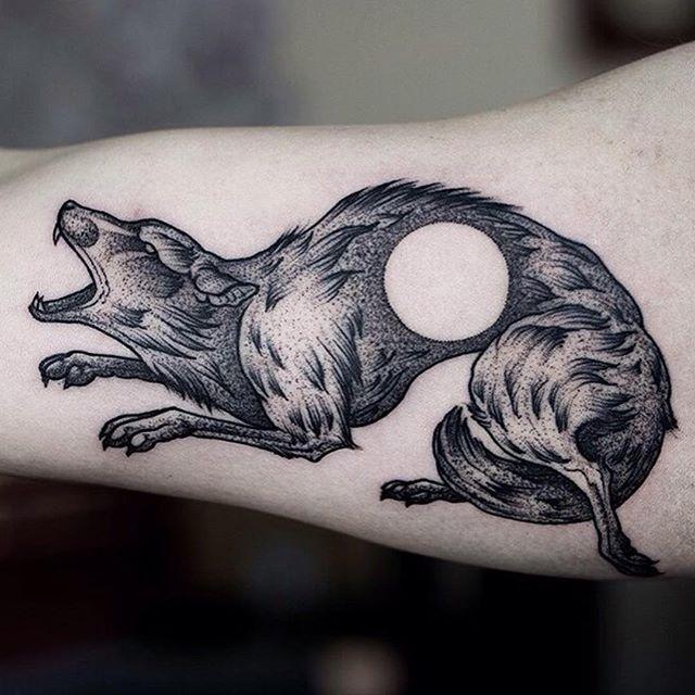 By @heyro_ttt #ttt #tattooing #tattoo #contemporarytattooing #sangbleu #tatouage #inked #sangbleumagazine #TTTpublishing www.sangbleu.club/shop/publications/ @sangbleu