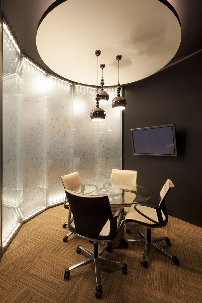 Diageo singapore offices small meeting area textured Small meeting room design ideas