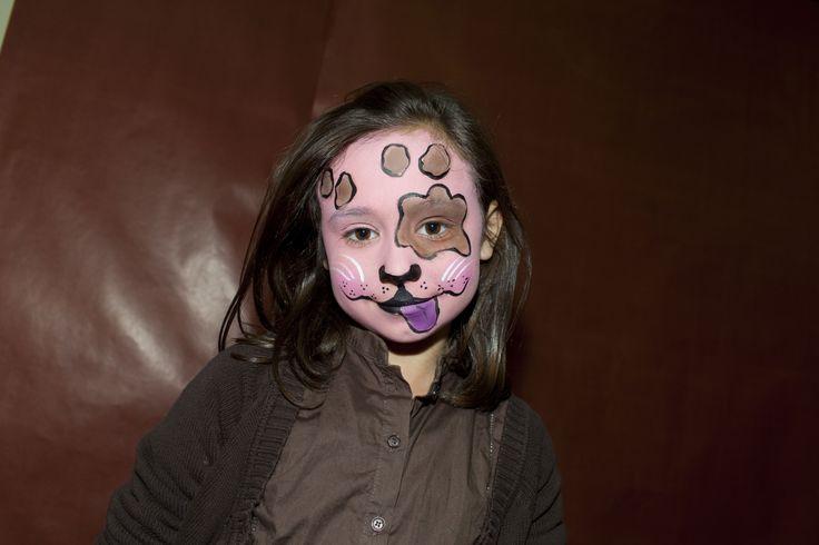 Maquillaje perrito en el Mercado de Navidad. Ha sido un éxito la actividad infantil..que alegría :)