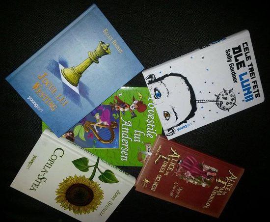 Daaa, căci uite ce de bunătăți ni se pregătesc pentru premierea concursului de lectură organizat de http://pungutacupovesti.wordpress.com