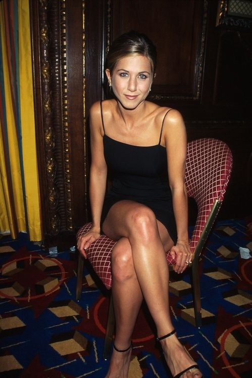Jennifer Aniston en robe Calvin Klein à New York en 1997
