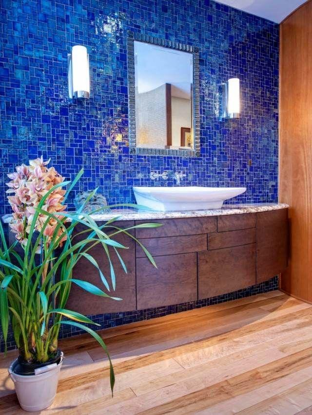 idée-couleur-salle-bain-plancher-carrelage-mosaïque-bleue