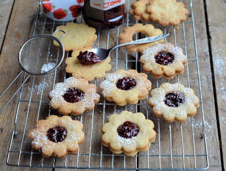 Posh Jam Biscuits! Jammie Daisy Dodgers (Biscuits/Cookies) Recipe
