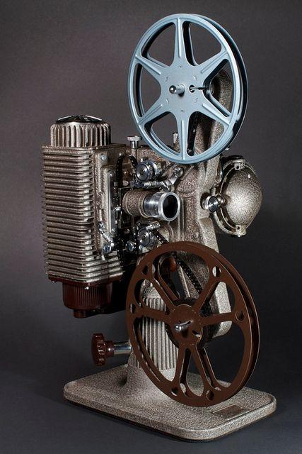 Revere Eight Projector ( FIlm 16mm / Vintage / Antique / Retro Machines 40s )