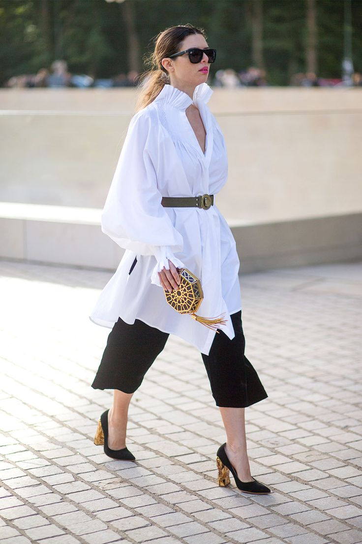black cropped wide leg pants | gold clutch | block high heel shoes | work outfit ideas | womens fashion | style