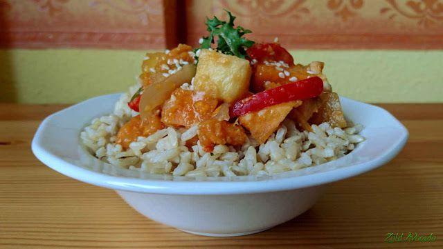 Édes-savanyú ananászos batáta rizzsel (gluténmentes, laktózmentes, tojásmentes, vegán) / Recept / ananász, édesburgonya=batáta, paprika, vöröshagyma, fokhagyma, gyömbér, szójaszósz, balzsamecet, citrom, barna rizs, kókuszcukor, ketchup, szezámmag