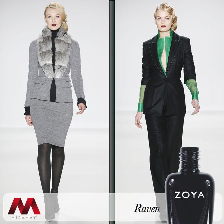New York Moda Haftası'nda 2015 Sonbahar-Kış koleksiyonunu tanıtan ünlü tasarımcı Zang Toi, tasarımlarına Zoya Raven'in asaletini taşıdı.