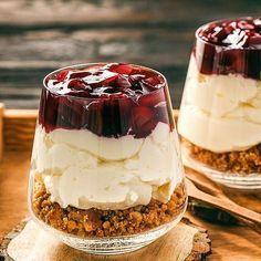 Low Carb Sahne-Kirsch-Kuchen im Glas