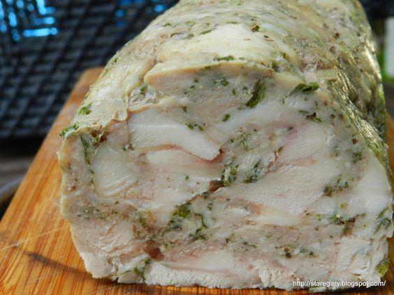 Przepis wypatrzyłam u Danusi . Nie pierwszy już raz korzystam z jej pomysłów. Tym razem pieczona rolada do chleba. Mięsa miałam takie sam...