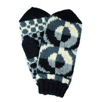 The Tasaras mittens by Minna Ahonen, design for Taito Pirkanmaa, crafts shop and retailer representing Central Finland for Finnish National Crafts Association | Tasarasa, musta-valkoinen (9510)