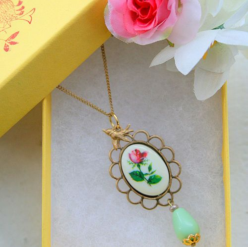 rose and bead necklacd