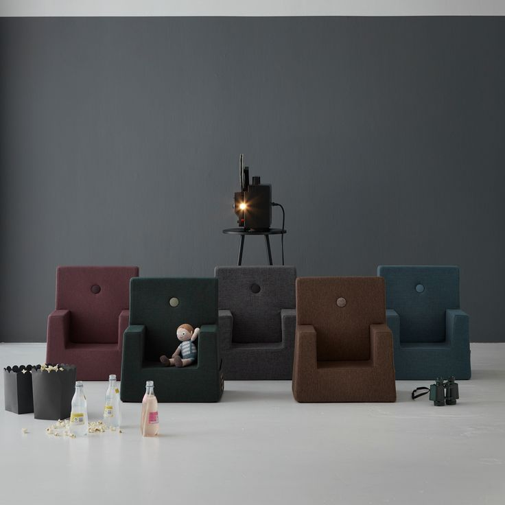 Tyylikäs designer-nojatuoli lapsille merkiltä by KlipKlap. Tuoli on valmistettu vaahtomuovista ja tuolin päällinen on vahvaa ja kestävää verhoilukangasta, joka on helppo puhdistaa pyyhkimällä kostealla liinalla.