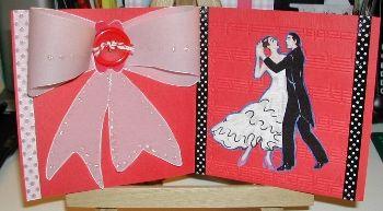 Dansen (van Perkamentpapier grote rose strik gemaakt met grote knoop)  Danspaar is een stofje.