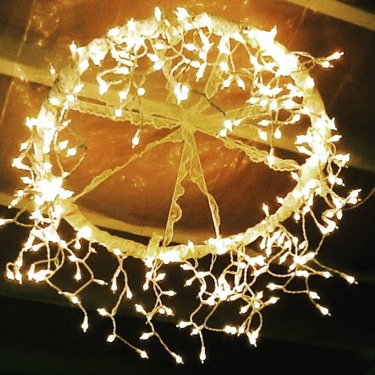 Did you know you could make an awesome chandelier with only string lights and a hula hoop? , For more cool crafts like this click the link in the bio #diy #crafts #fun #cute #diyideas #crafty #diyprojectsforteens #diyproject #craft #projects #teens #hi #swag #teenagers #creative #project #awesome #art #stringlights #creative #artsy #craftprojects #diylighting #teen http://diyprojectsforteens.com/cool-diy-ideas-with-string-lights