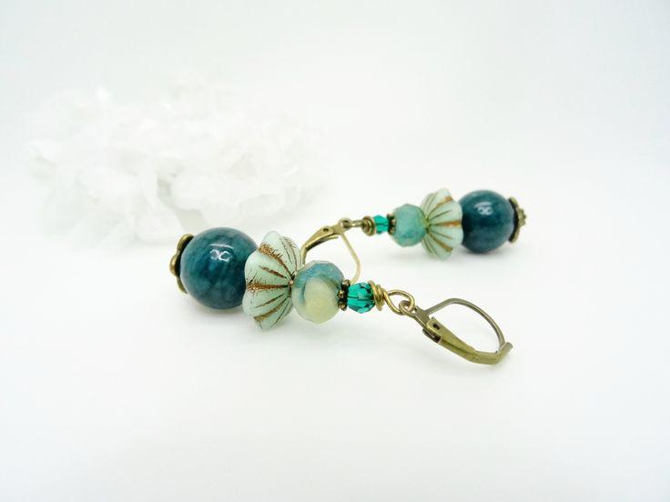 Boucles d'oreilles en bronze pierre de Jade vert paon, cristal Swarovski émeraude, perles en verre de Bohème vert doré : Boucles d'oreille par madely