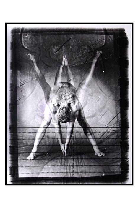Montaje de fotografia analogica con placa radiografica