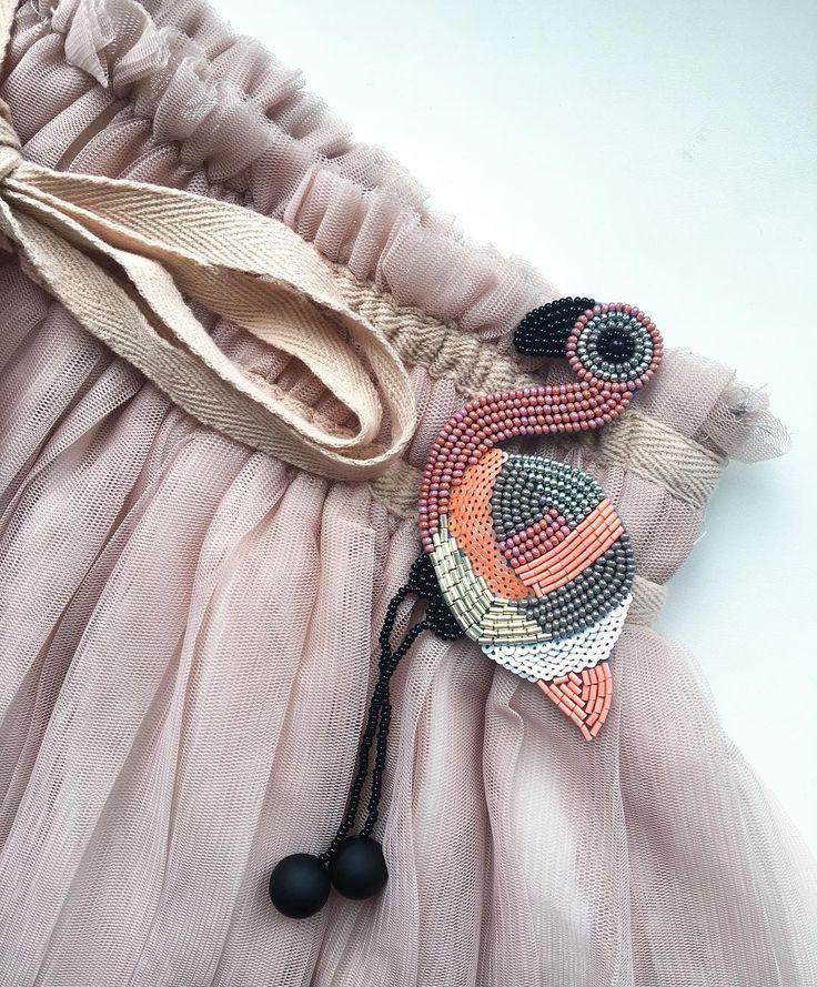 Кто-нибудь скучал по этому розовому парню?) По-прежнему самая популярная брошь! Именно поэтому с фламинго так мало фоток Они улетают быстрее, чем я успеваю запечатлеть их! Брошь Фламинго Стоимость 2200р + доставка Размер 6*6 см. + ножки (5-6 см) ПРОДАН ❌ #brooch #flamingo #beads #beadsfifa #accessories #handmade #gift #giftideas #presents #worldwideshipping #style #blogger #ручнаяработа #брошь #брошьизбисера #купитьброшь #фламинго #подарок #подарокдевушке #идеяподарка #аксессуары