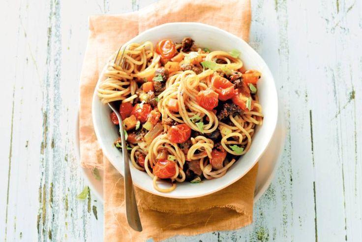 Kijk wat een lekker recept ik heb gevonden op Allerhande! Spaghetti met worst en tomaat