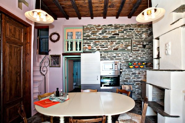 #vacation in consept! The open-plan kitchen/ dinning area of the Green House in #Tinos Habitart