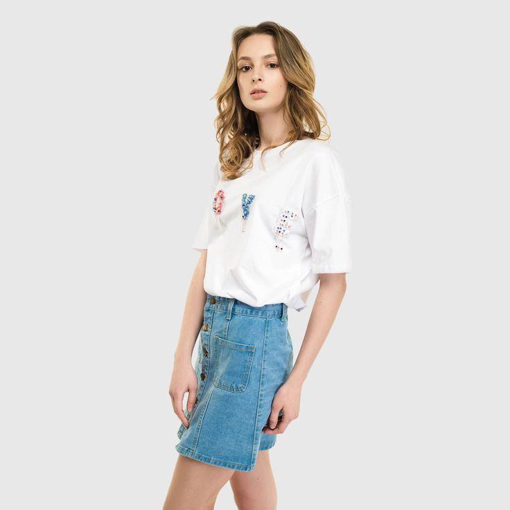 Эффектная молодежная футболка с яркой надписью LOVE на груди поможет создать романтический или просто ультрамодный молодежный образ.  Размер: unica  Цвет: красный, оранж, белая, пудра, пастельно голубой