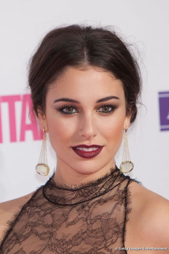 Who says a dark lip can't be paired with a smokey eye too? Love the golden hues here and the berry lip.   Blanca Suárez in the Cosmopolitan 'Fun Fearless Female' Awards.