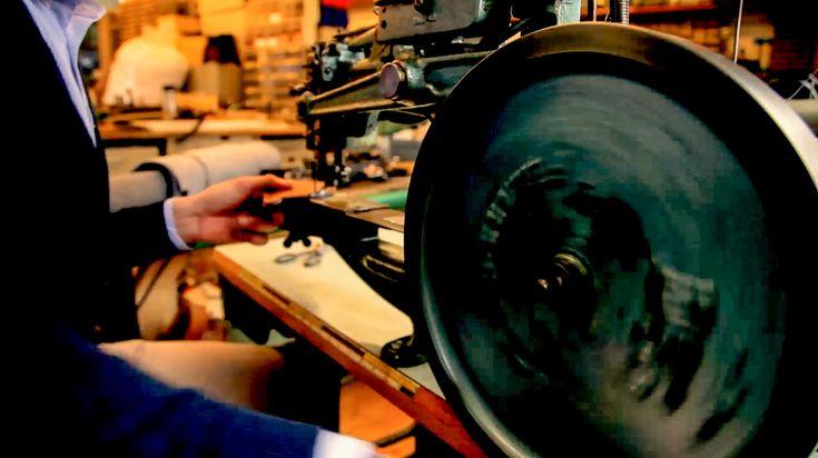 In unserer Werkstatt - Sella Ferox Businesstasche Filz Hülle Herrentasche Cognac Braun trolley arbeitstasche ledertasche Netbook macbook air pro 13 zoll ipad air pro hülle case messengerbag filztasche sleeve ledertasche herrentasche laptoptasche  amazon.de/sellaferox  #taschen #laptoptasche #laptop #notebook #notebooktasche #notebookaktentasche #computer #notebookzubehor #amazonbasics #belkin #menswear #amazon  #handgemacht #notebook #notebooktasche gefällt sie dir??
